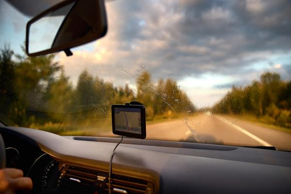 Czy warto korzystać z samochodowej nawigacji?