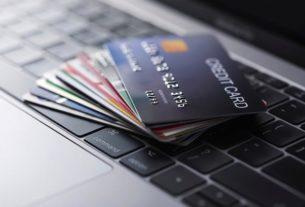 Różne rodzaje kart płatniczych