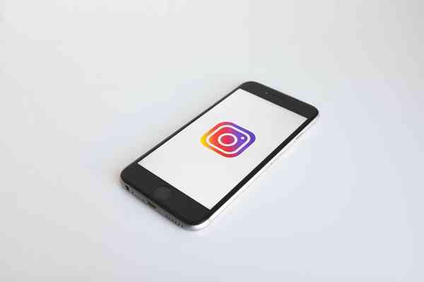 Czy warto kupić obserwacje na Instagramie? Ile to kosztuje?